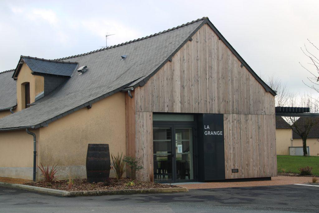 extérieur salle des fêtes de Ruillé-le-Gravelais